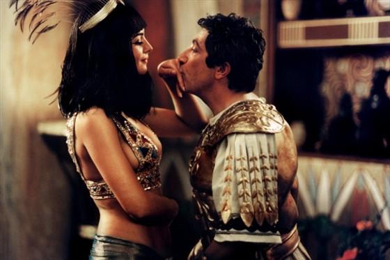golaya-kleopatra-iz-filma